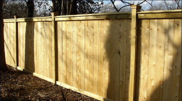 Wood fencing in cincinnati oh and northern kentucky for Good neighbor fence